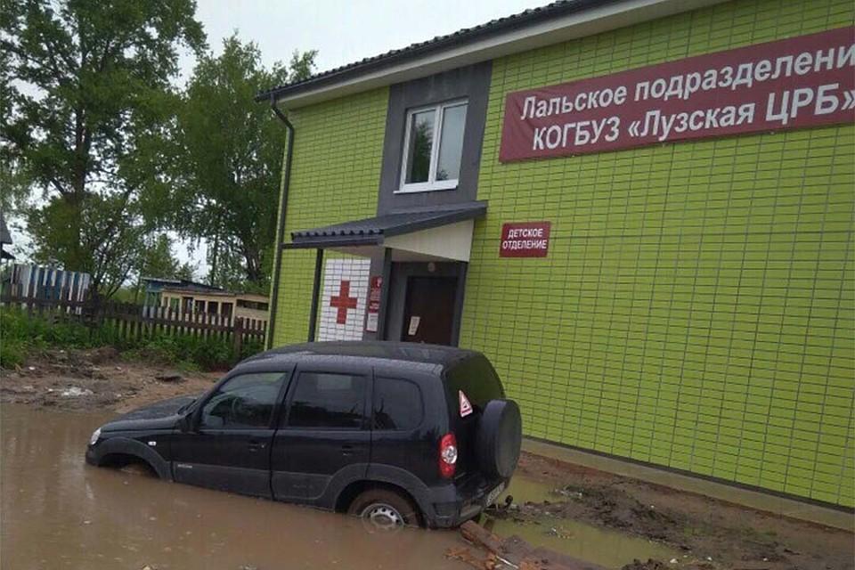 В правительстве области прокомментировали снимки утопающей в грязи Лальской больницы