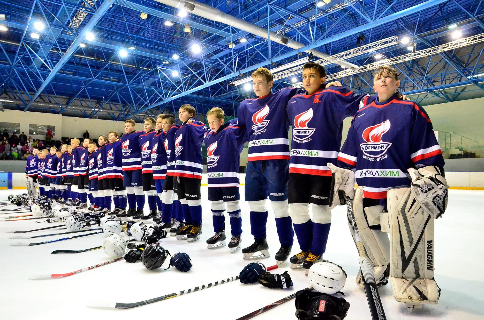 «УРАЛХИМ» подарил юным «олимпийцам» спортивную форму на 2 млн рублей