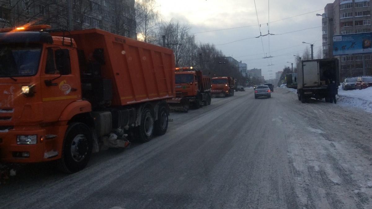 В мэрии Кирова рассказали о максимальном выходе техники на уборку снега.