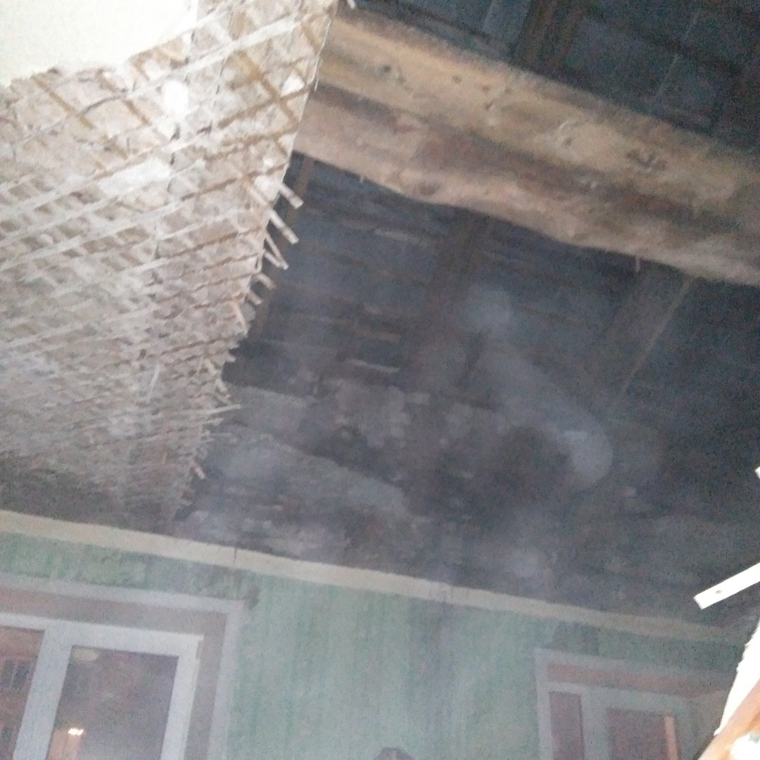 В Кирове в одном из домов рухнул потолок