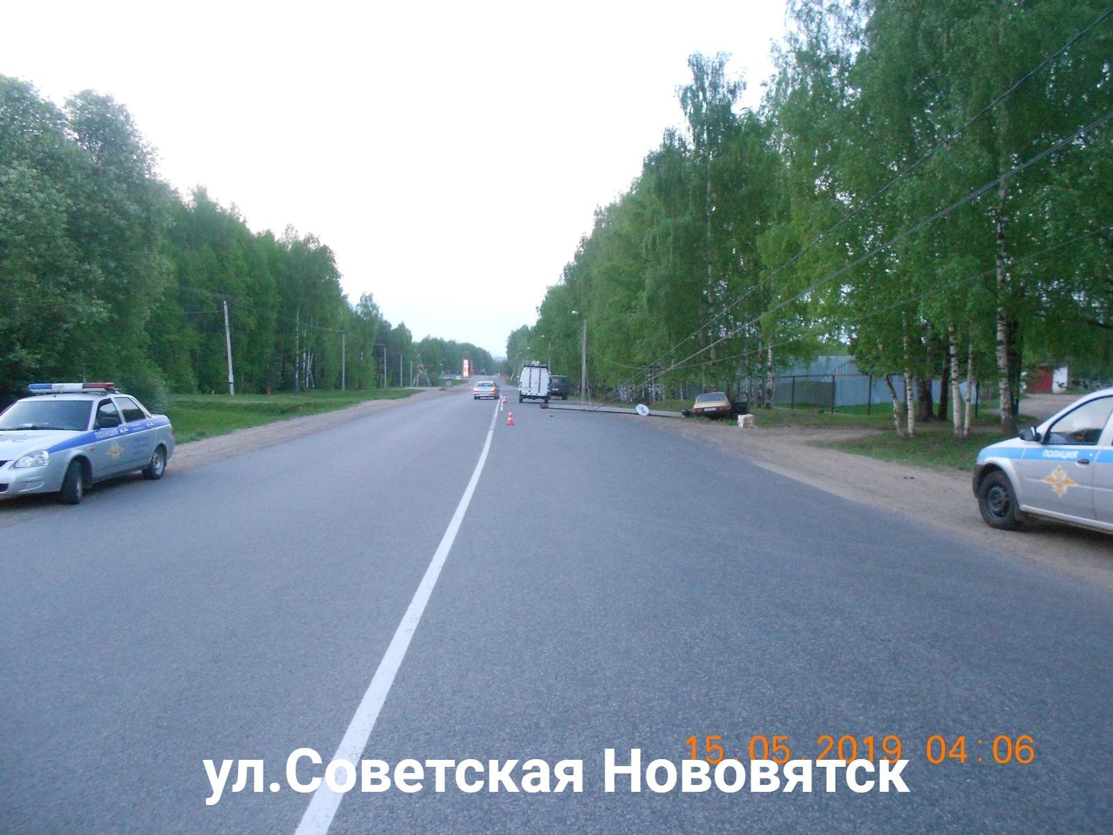 В Нововятске ВАЗ врезался в столб: водитель погиб