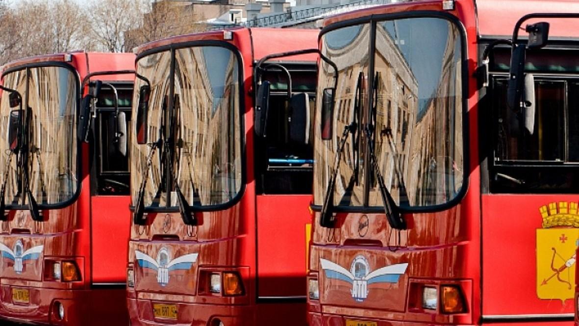 В Троицкую субботу в Кирове пустят дополнительные автобусы к местам захоронений