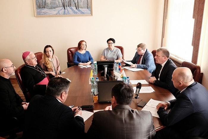 Посол Ватикана попросил Игоря Васильев вернуть католикам Александровский костёл