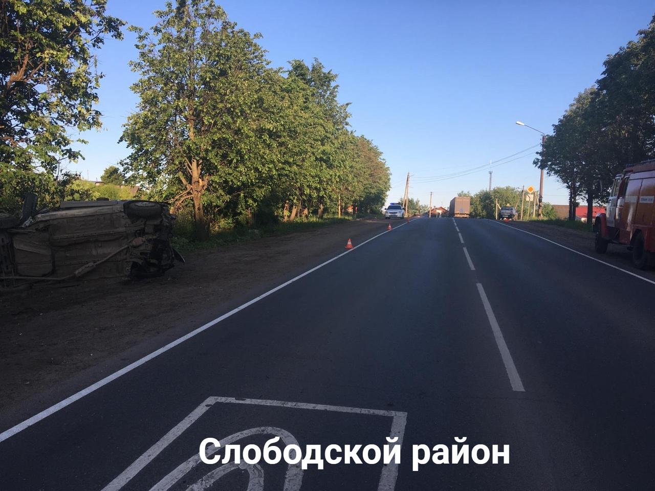 В Слободском произошло смертельное ДТП: один погиб, трое в больнице