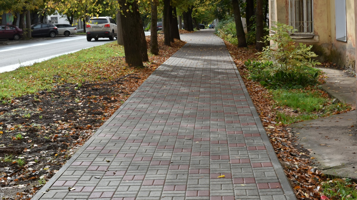 В Кирове восстановили разрушенный тротуар