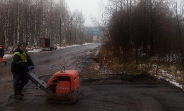 Улицу Луганскую, затопленную бобрами, начали восстанавливать