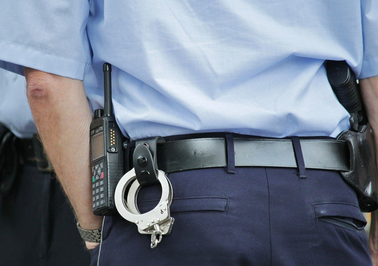 В кировском баре подрались росгвардеец и полицейский
