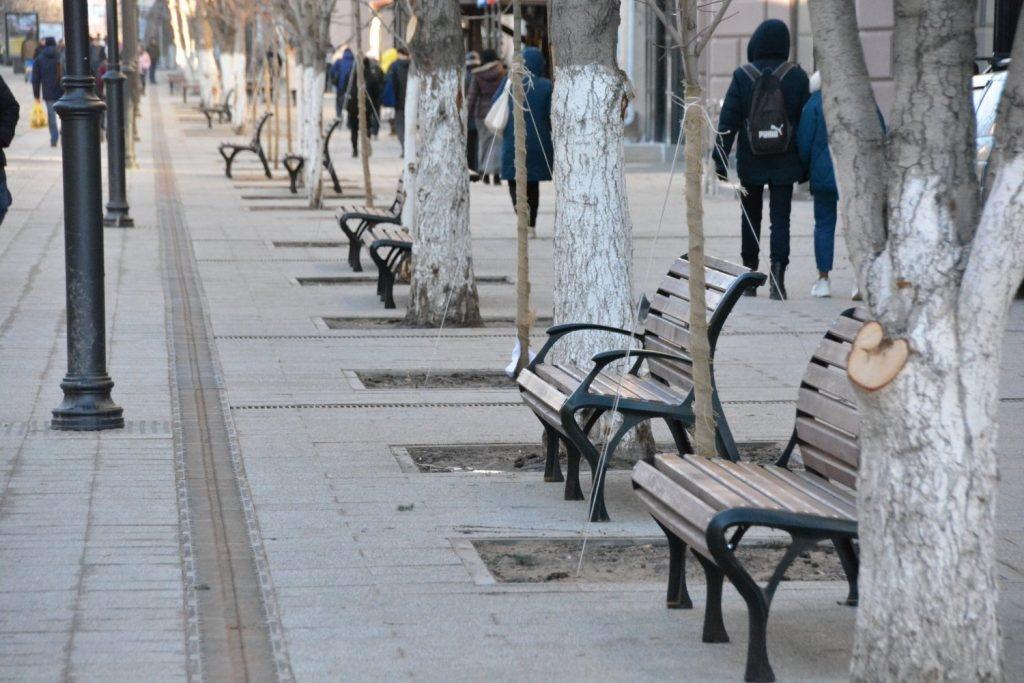 В Кирове весной установят новые урны и скамейки