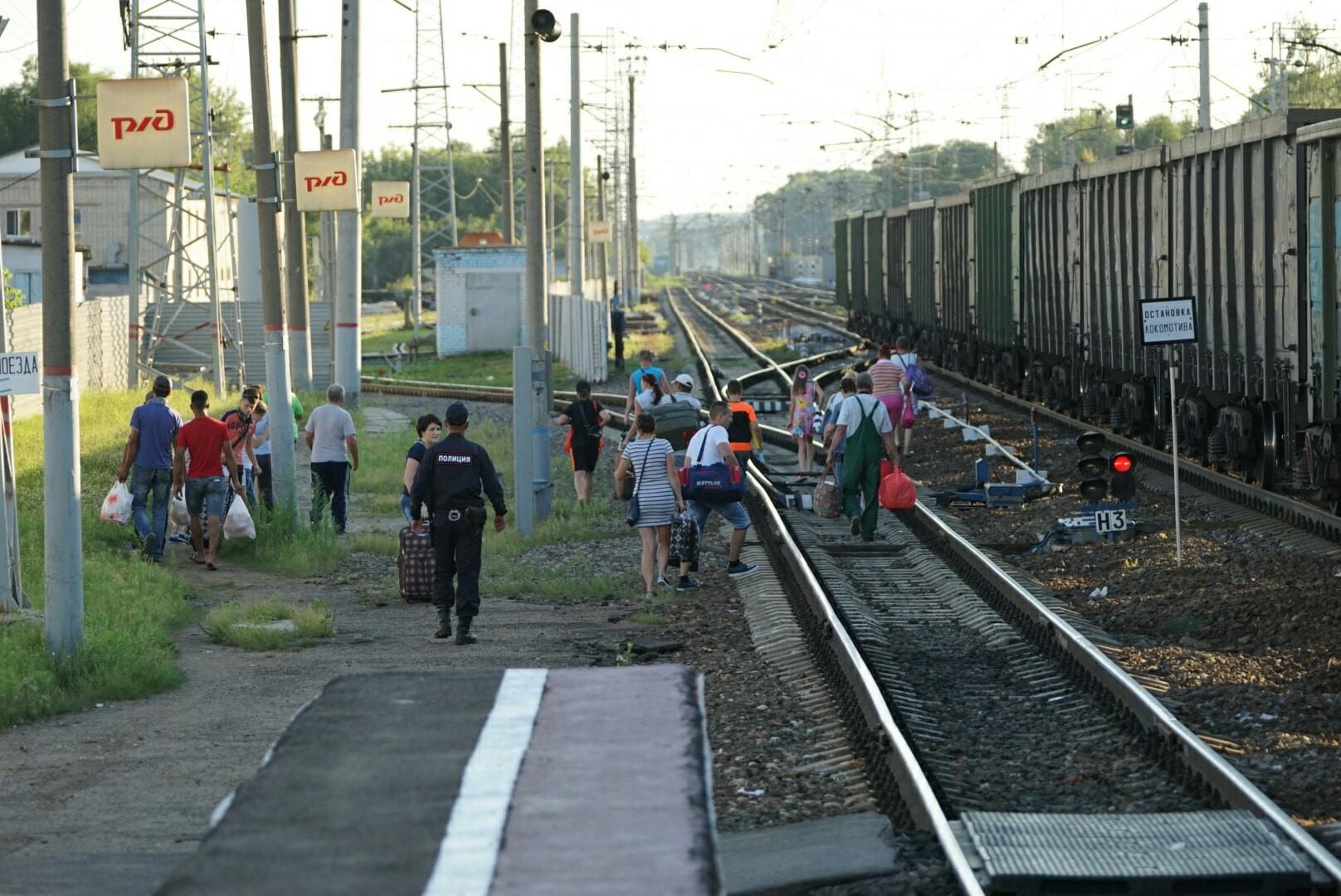 Машинист поезда вблизи Слободского района экстренно затормозил из-за лыжников