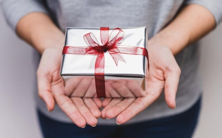 Как правильно подарить кошелек близкому человеку