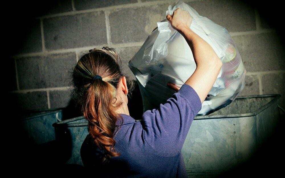 Какие существуют приметы по поводу выбрасывания мусора