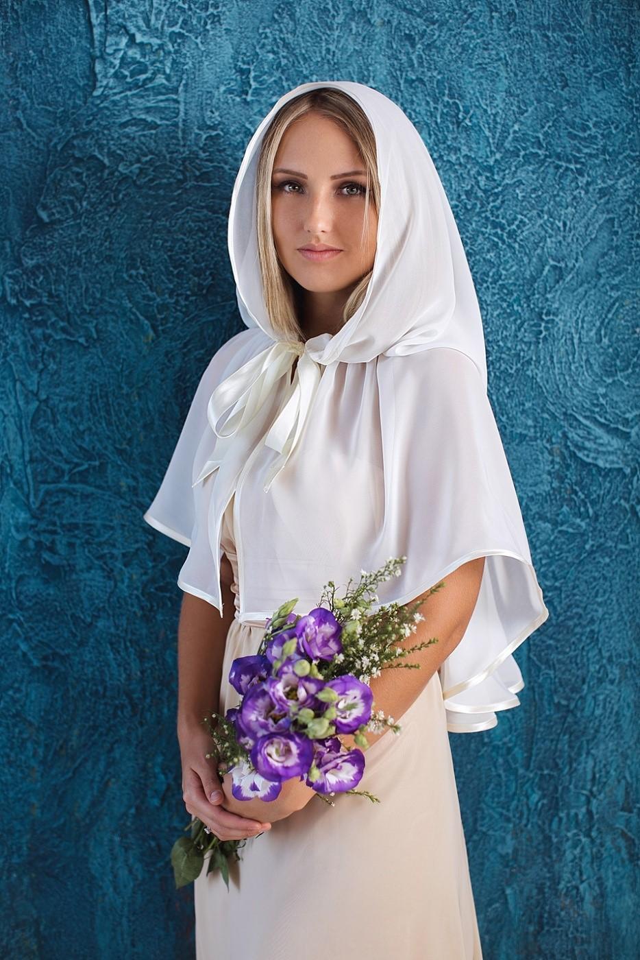 Почему православные женщины покрывают голову платком, посещая церковь